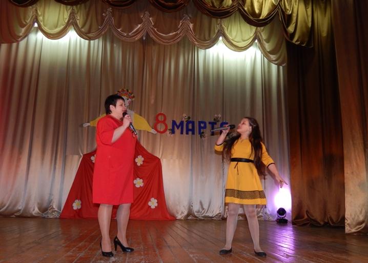 Праздник в ДК пос.Солянский собрал зрителей разного возраста