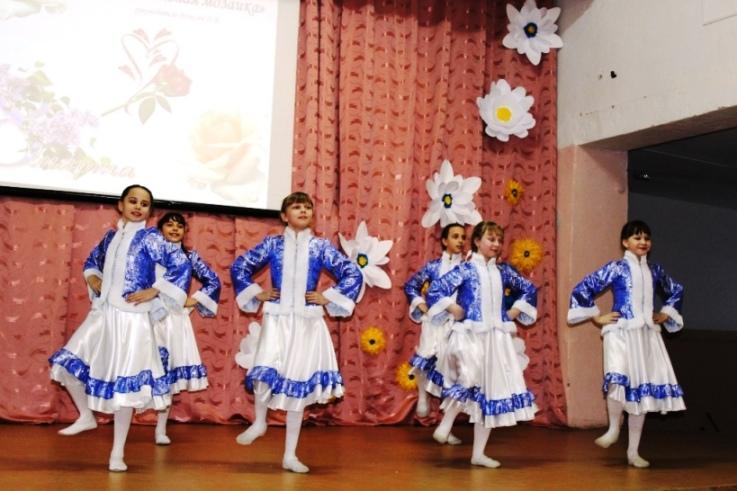 Весенний праздник подарили мамам воспитанники пугачевского ЦРТДЮ