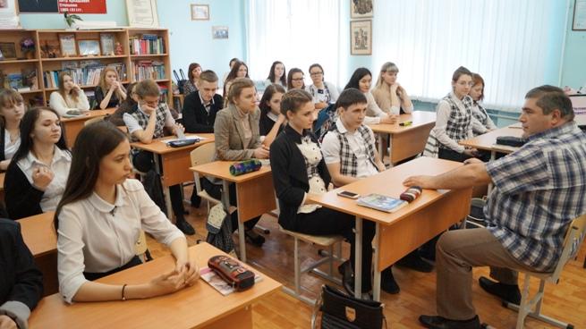 Пугачевские старшеклассники встретились с наркологом