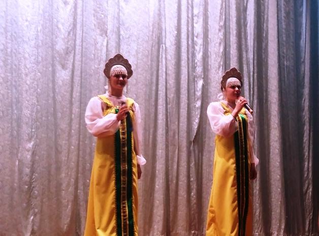Самодеятельные артисты с. Новая Порубежка подарили концертную программу жителям с. Карловка