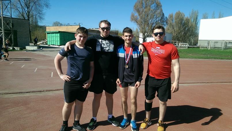 Пугачевские легкоатлеты установили личные рекорды, выполнили спортивные разряды, набрались опыта