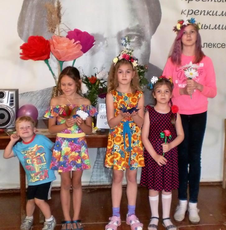 В пугачевской библиотеке отметили Международный день цветка