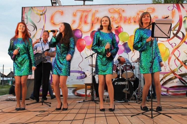 В Давыдовке прошел фестиваль эстрадной музыки