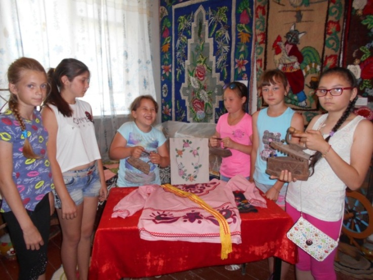 Клинцовские ребята посетили мини-музей