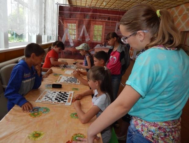 Школьники п. Солянский приняли участие в турнире по шашкам