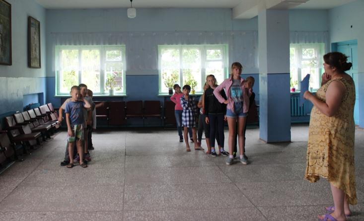 Юные жители села Рахмановка собрались в ДК на игровую программу «Ловись, рыбка, мала и велика», посвящённую Дню рыбака