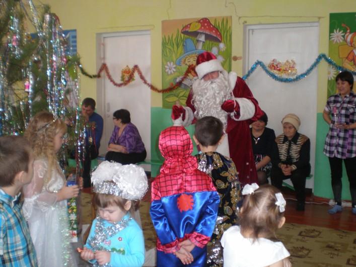 Дошколят села Жестянка поздравили с Новым годом