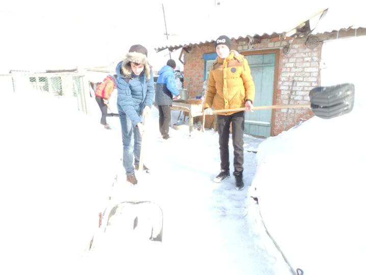 В Давыдовке волонтеры помогают пенсионерам