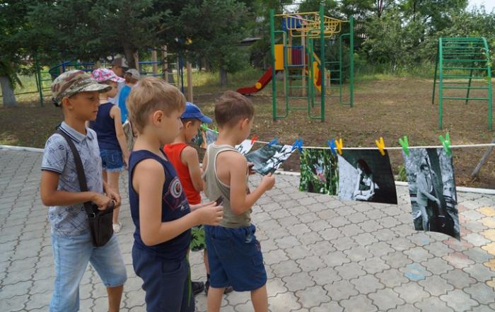 Волонтер-фотограф заинтересовала детей новым видом искусства