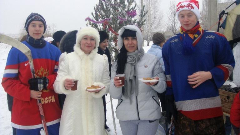 В Пугачевском районе открыта новая хоккейная коробка