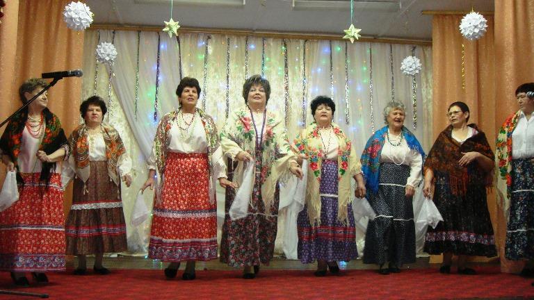 Жителям п. Заволжский подарили концертную программу