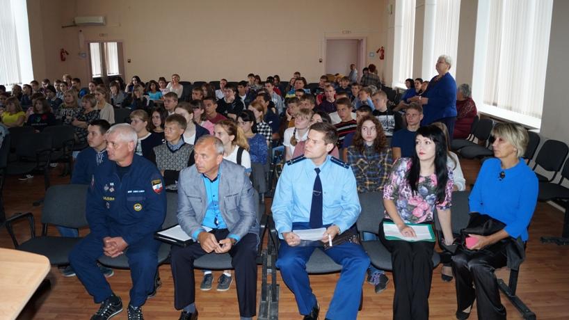 Специалисты и волонтеры Центра «Молодежь плюс» провели цикл мероприятий, посвященных  антитеррористической безопасности