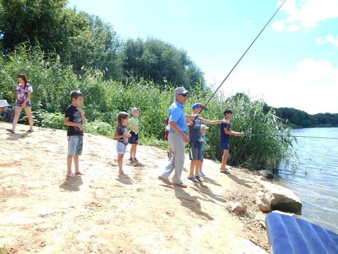 В Давыдовке соревновались юные рыболовы