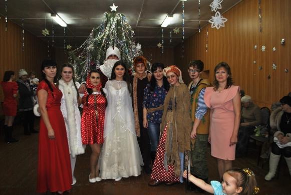 На новогоднем утреннике дети п. Заволжский веселились от души