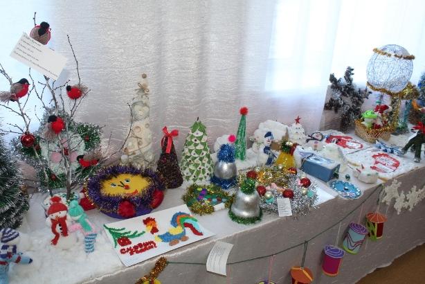В мастерской Деда Мороза готовы ёлочные украшения и сувениры