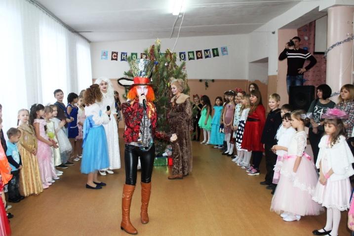 Новый год в Стране чудес встретили пугачевские школьники