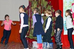 Развлекательную программу для детей подготовили рахмановские школьники