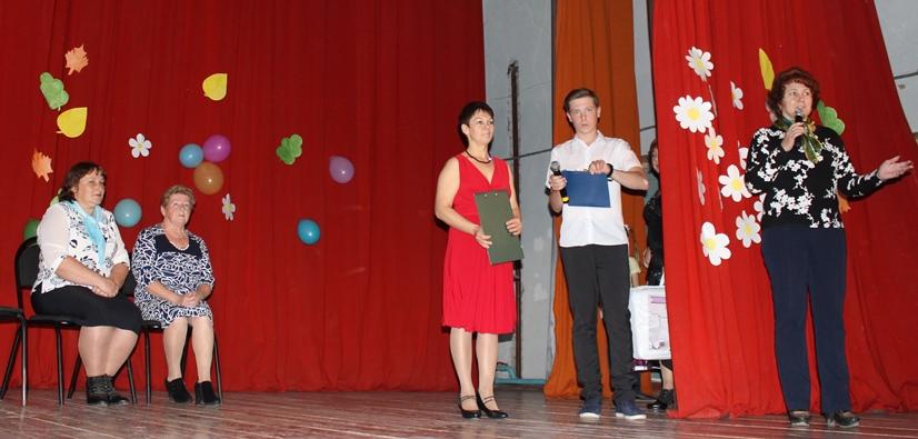 В ДК с. Рахмановка поздравили жителей  с Международным  днем сельских женщин