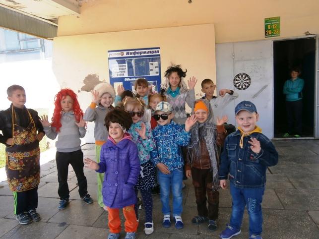 На игровую программу в ДК пригласили детей п.Чапаевский