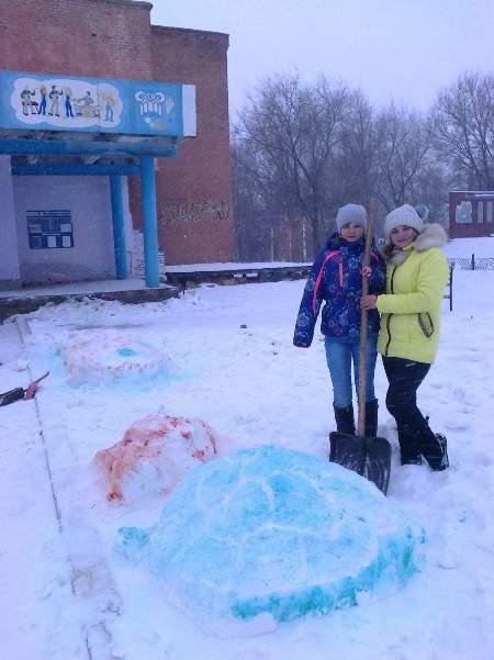 Школьники с. Березово сделали снежные фигуры